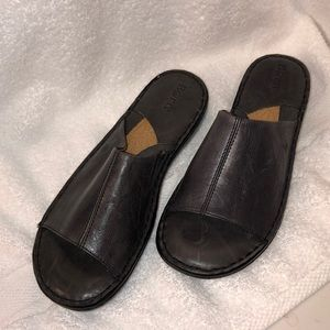 BORN NWOB Charcoal Grey Leather Sandals Size 9